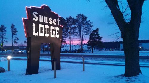 Sunset Lodge Escanaba Photo