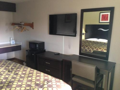 Americas Best Value Inn Kansas City East - Independence Photo