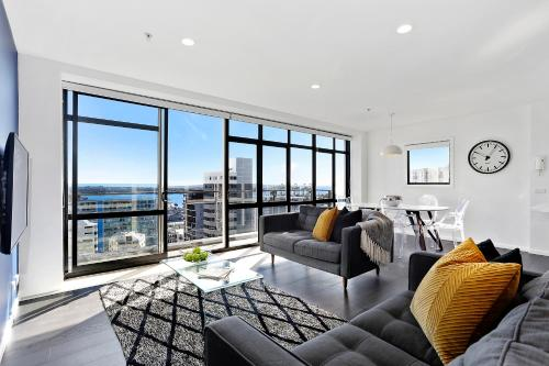 Central 12th floor Apt with City & Harbour Views, Auckland