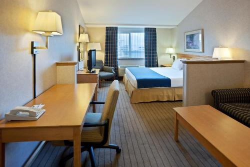 Holiday Inn Express & Suites Seattle - City Center Photo