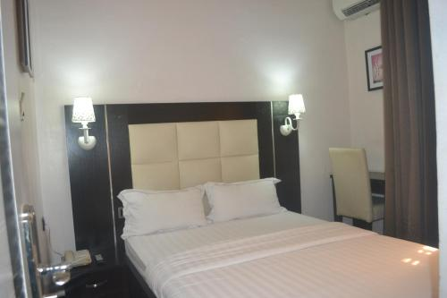 Mac Dove Lounge & Suites, Lagos
