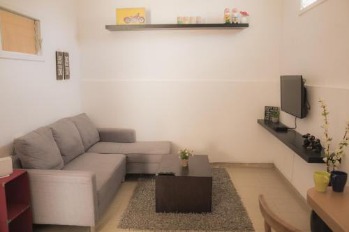 New Stunning 2 Rooms Apartment by the Beach, Tel Aviv