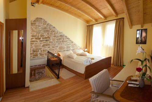 Authentic Luxury Rooms - split -