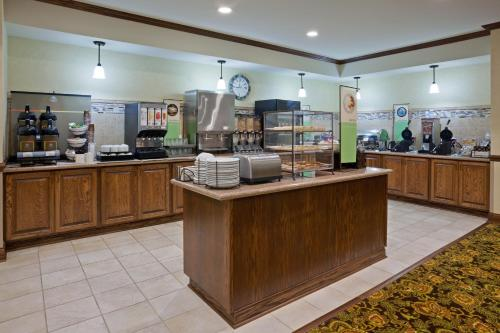 Country Inn and Suites Minot Photo