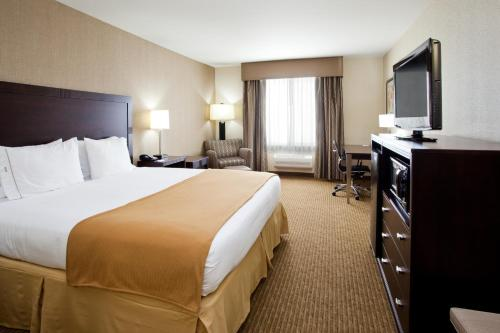 Holiday Inn Express Hotel & Suites Fresno South - Fresno, CA 93706