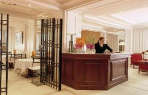 Hotel Suites Unic Renoir Saint-Germain photo 2