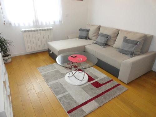 Apartment Diona Blok A, Белград