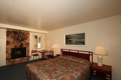 Monterey Fireside Lodge Photo