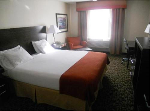 Holiday Inn Express Oakdale Photo