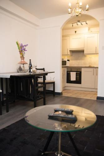 DOWNTOWN Luxury Apartment beside Trinity College, Dublin