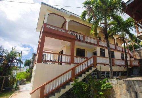 Oldan's Apartments, Kingstown