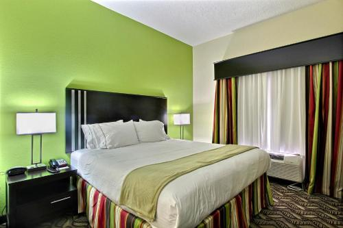 Holiday Inn Express Savannah South I-95 Richmond Hill Photo