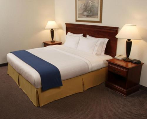 Holiday Inn Express Natchez South West Photo