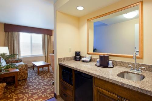 Hampton Inn & Suites Fairbanks Photo
