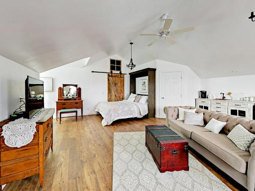 Chic Wine Country Carriage House Home, Paso Robles