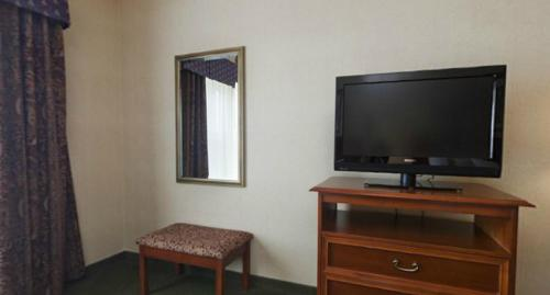 Holiday Inn Hotel & Suites Madison West Photo