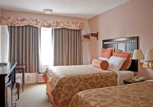 Harborview Inn & Suites-Convention Center-Airport-Gaslamp-Seaworld-Zoo-Balboa Park Photo