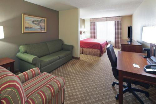 Country Inn & Suites - Elyria Photo
