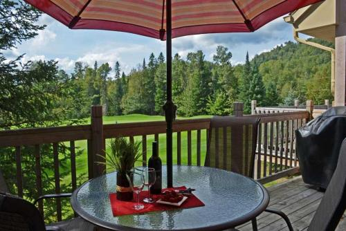 Cozy Condo on the Golf in Mont-Tremblant, Mont-Tremblant