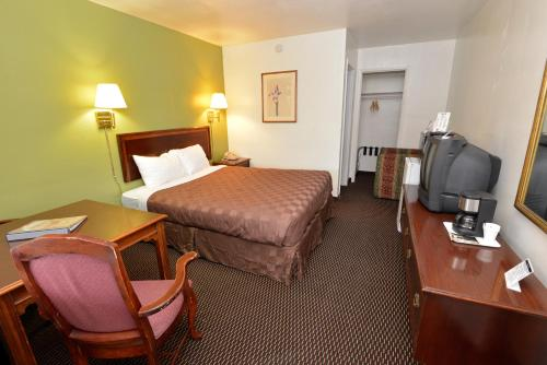 Rodeway Inn & Suites Pendleton Photo