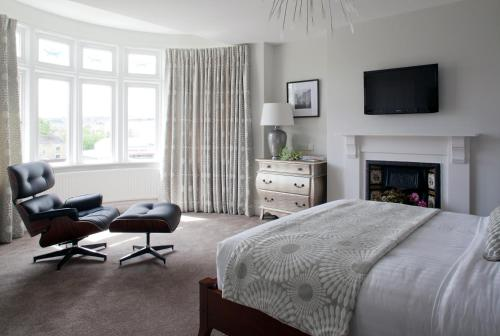 Photo of 2 Crescent Gardens Guest House Hotel Bed and Breakfast Accommodation in Bath Somerset