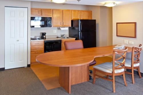 Candlewood Suites Indianapolis Downtown Medical District Photo