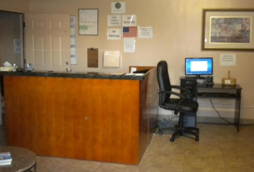 Payless Inn photo 18