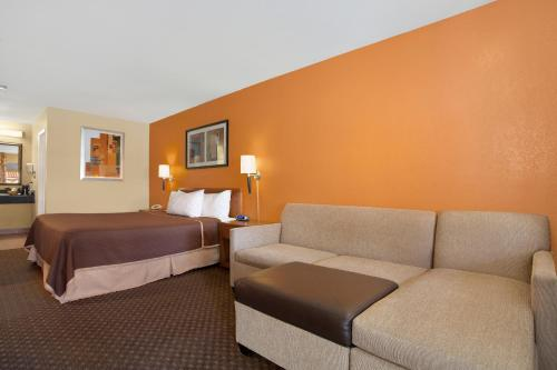 Econo Lodge Inn & Suites El Cajon San Diego East Photo