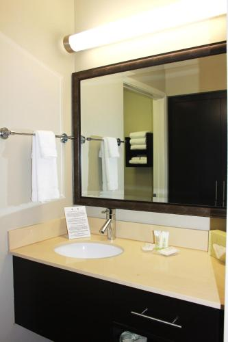 Staybridge Suites Houston - IAH Airport Photo