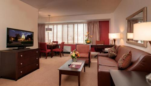 The Virginian Suites, an Ascend Collection Hotel Photo