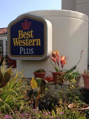Best Western PLUS Suites Hotel Coronado Island Photo