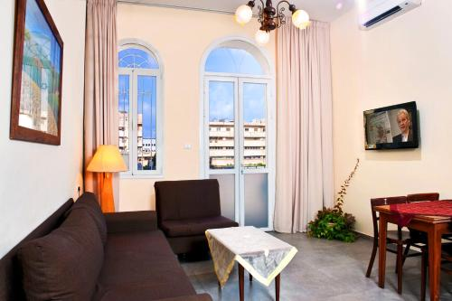 http://www.booking.com/hotel/il/port-apartment.html?aid=1728672