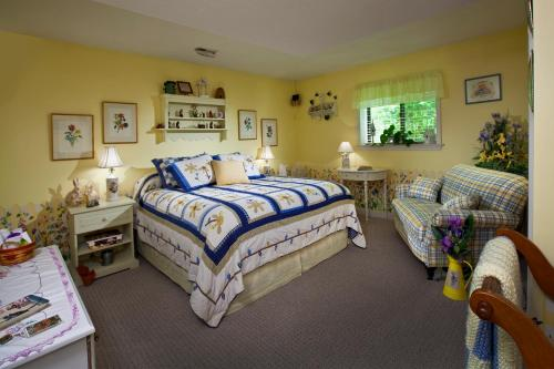 Acorn Bed And Breakfast at Mills River Photo