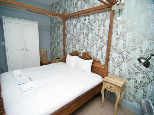 Photo of William IV Hotel Bed and Breakfast Accommodation in London London