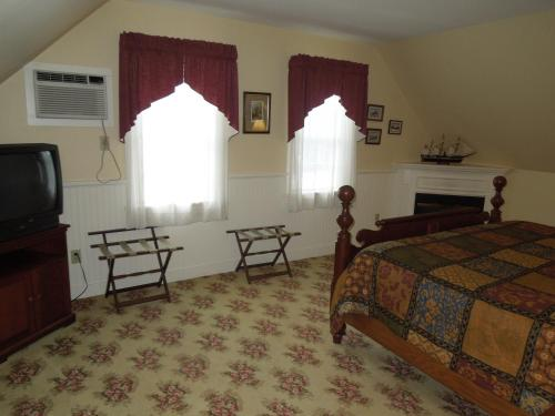 Kearsarge Inn Photo