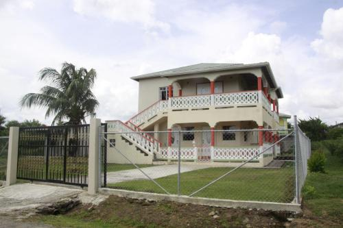 Barefoot Holidays Inn, Laborie