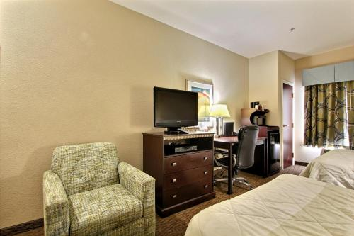 Magnolia Inn and Suites Pooler Photo