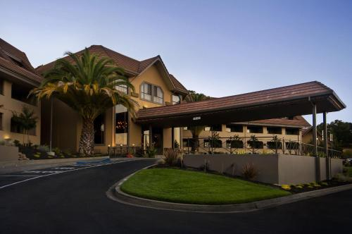 Best Western PLUS Novato Oaks Inn Photo