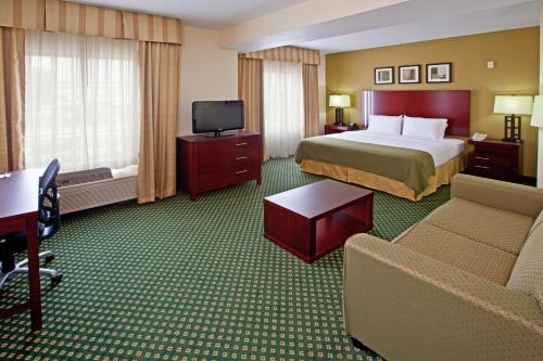 Holiday Inn Express Hotel & Suites Indianapolis - East Photo