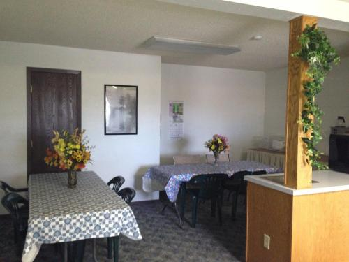 Americas Best Value Inn Laramie Photo