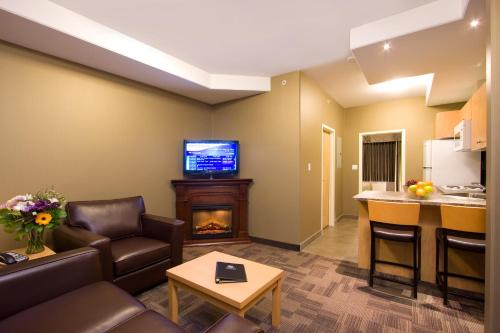 Woodlands Inn & Suites Photo