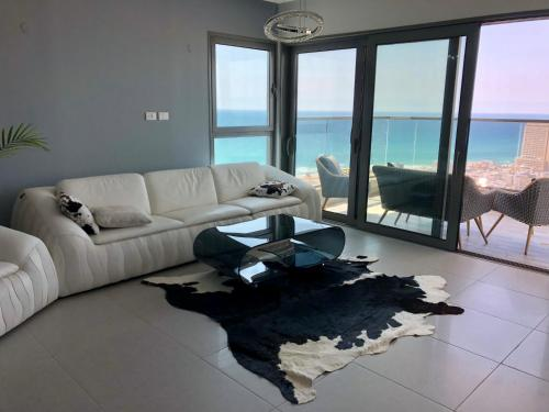 """Apartment """"Style City"""" With Sea View, Bat Yam"""
