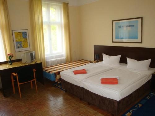 Hotel-Pension Austriana photo 3