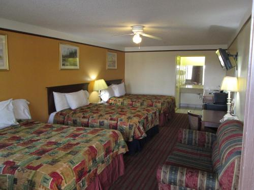 Deluxe Inn and Suites Photo