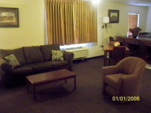 Baymont Inn & Suites Denver West/Federal Center Photo