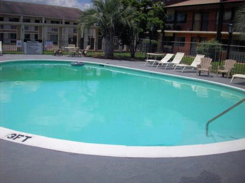 Executive Inn & Suites - Dothan, AL 36301