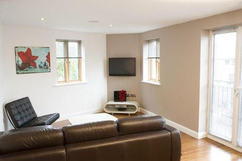 Photo of Geometric Blu Serviced Apartments Self Catering Accommodation in Bristol Bristol