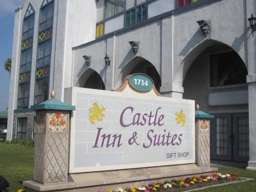 Castle Inn and Suites Anaheim Photo