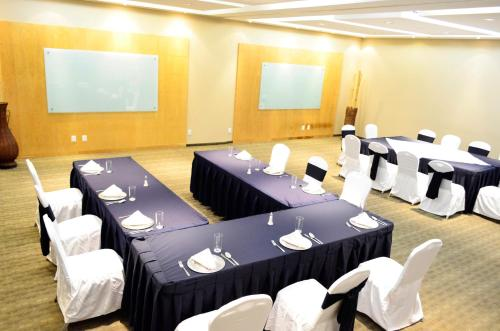 Casa Inn Business Hotel Celaya Photo