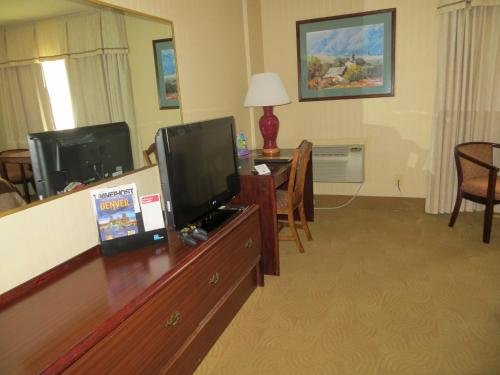 AAE Denver Ramada photo 4